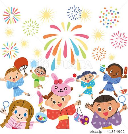 子供達で花火を見る 41854902