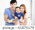 子供 ファミリー 家庭の写真 41875179