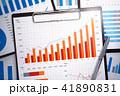 赤い成長グラフ。積み上げられたジネス報告書。統計データの収集と分析。 41890831