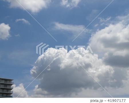 夏の青空と白い雲 41907177