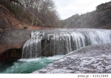 群馬県の吹割の滝、美しく激しい滝、水の流れ 41912889