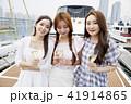 海 ボート 女性 41914865