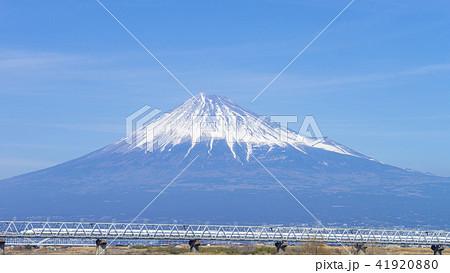富士山と新幹線 16:9 41920880