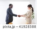 ビジネス 男女 握手の写真 41928388