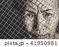 怒りの表情をする高齢女性 41950981