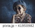 サングラスをかけた高齢女性のポートレート 41950982