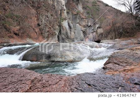 群馬県の吹割の滝、激しい滝、水の流れ、ナイアガラ 41964747