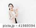 ビジネスウーマン 女性 白バックの写真 41989394
