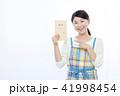 女性 給料 給料袋の写真 41998454