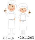 給食職員or食品工場の男女が指差し 42011203