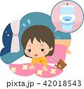 トイレに行きたくて夜中に目覚める女の子 42018543