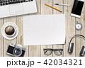 PC ノートパソコン テーブルのイラスト 42034321