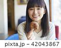 人物 女性 カフェの写真 42043867
