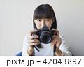 女性 カメラ 撮影の写真 42043897