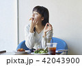 女性 カフェ ランチの写真 42043900