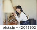 人物 女性 カフェの写真 42043902