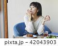 女性 カフェ ランチの写真 42043903