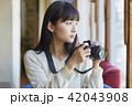 女性 カフェ カメラの写真 42043908