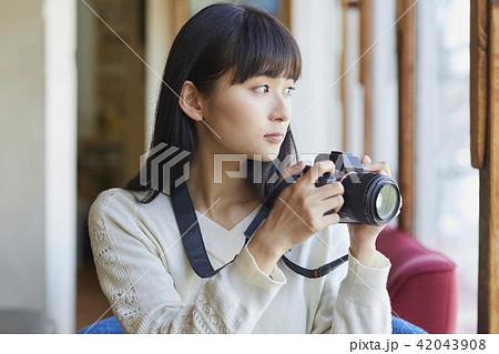 カメラを持つ女性 42043908