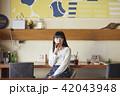 女性 カフェ 食べるの写真 42043948