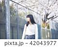 女性 春 散歩の写真 42043977