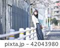 女性 春 散歩の写真 42043980