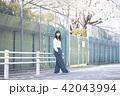 女性 春 散歩の写真 42043994