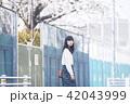 女性 春 散歩の写真 42043999