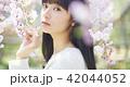 ポートレート 女性 桜の写真 42044052