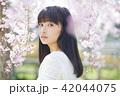 ポートレート 女性 桜の写真 42044075
