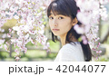 ポートレート 女性 桜の写真 42044077