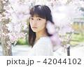 ポートレート 女性 桜の写真 42044102