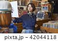 女性 買い物 ショッピングの写真 42044118
