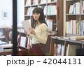 女性 本 読むの写真 42044131