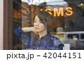 女性 買い物 ショッピングの写真 42044151