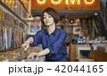 女性 ショッピング 選ぶの写真 42044165