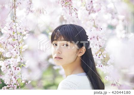 桜と女性 ポートレート 42044180
