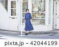 女性 買い物 ショッピングの写真 42044199