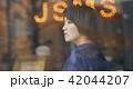 レコード屋 女性 ポートレート 42044207