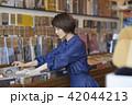 女性 買い物 選ぶの写真 42044213