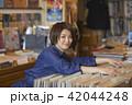 女性 買い物 ショッピングの写真 42044248