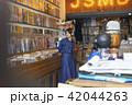 女性 買い物 ショッピングの写真 42044263