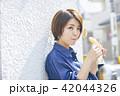 女性 旅行 食べ歩きの写真 42044326