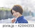 ポートレート 女性 屋外の写真 42044353