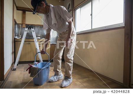 清掃業のシニアの写真素材 [4204...