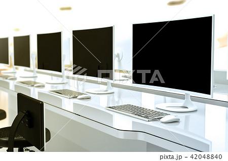 work desk with pc blank screen のイラスト素材 42048840 pixta