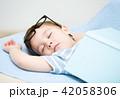 昼寝 寝ている 寝てるの写真 42058306