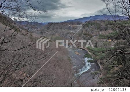 群馬県の吹割の滝、激しい滝、水の流れ、ナイアガラの滝、自然の河川 42065133