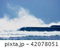 防波堤いかかる波 42078051