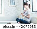 タブレット 女性 人物の写真 42079933